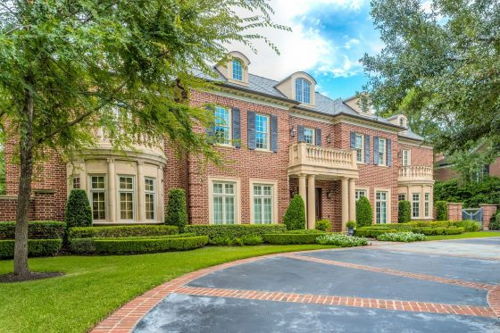 Inside a Spacious Manor in Houston's Exclusive Farnham Park